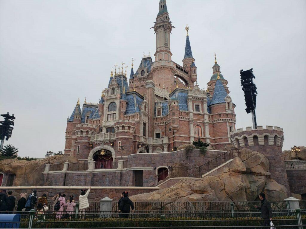 Замок парка Дисней в Шанхае